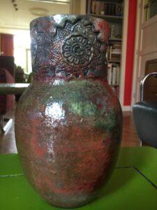 rakugestookte vaas deels gedraaid deels habdgevormd